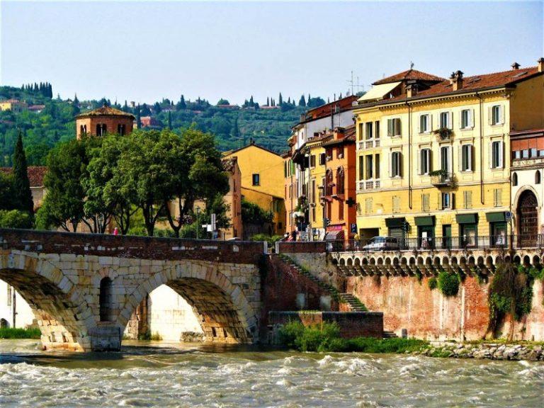 Piazza delle Erbe: storia e la Madonna Verona